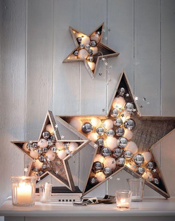 Karácsonyi dekorációk előtérben